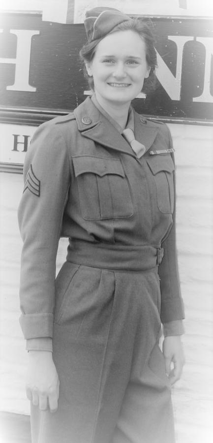 WWII US WOMAN'S UNIFORMS