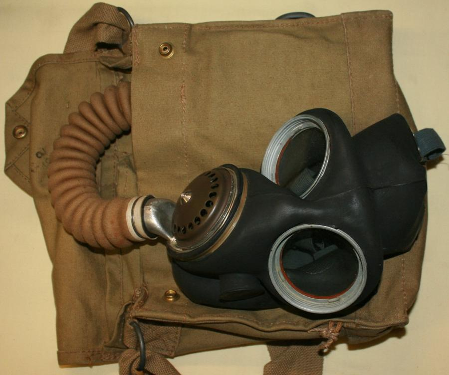 A VERY GOOD CONDITION 1942 DATED BRITISH GAS MASK