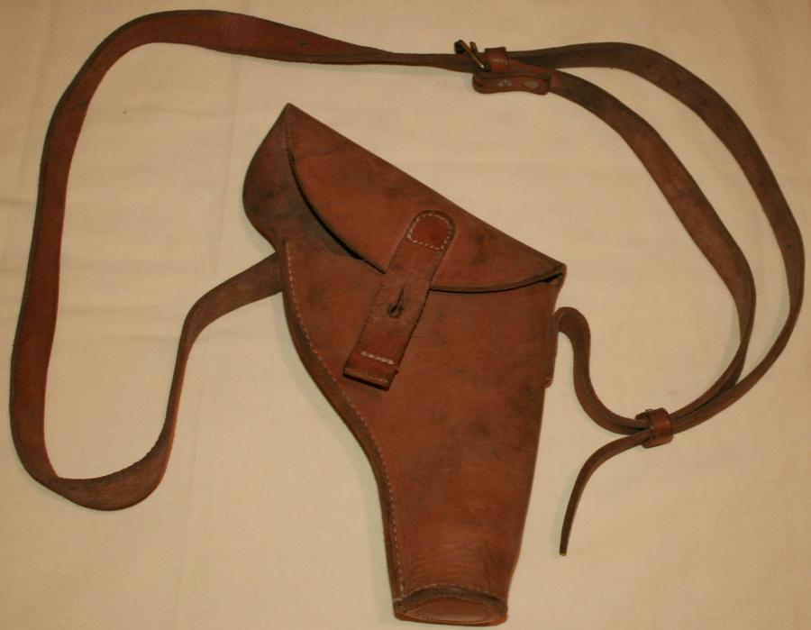 A LEATHER FLARE PISTOL CASE ( HOLSTER )