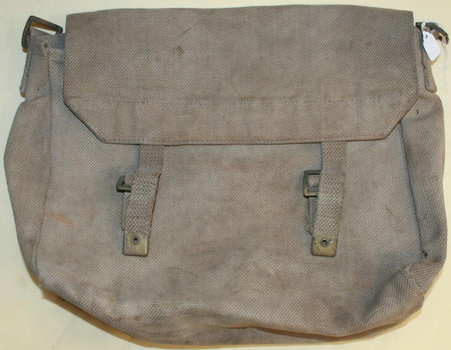 A SCARCE RAF 25 PATTERN SIDE PACK