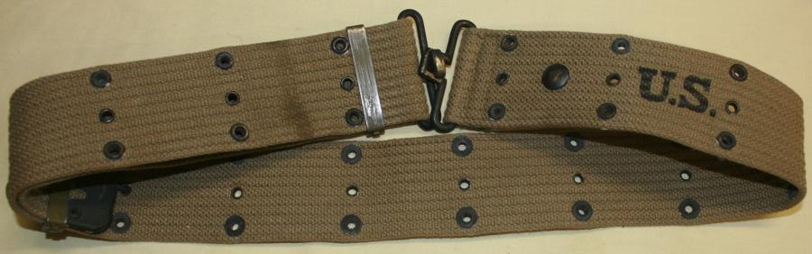 A 1942 DATED TAN PISTOL BELT