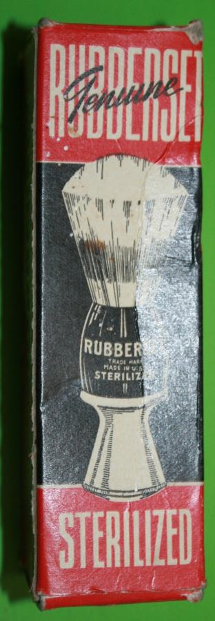 A WWII US ISSUE SHAVING BRUSH