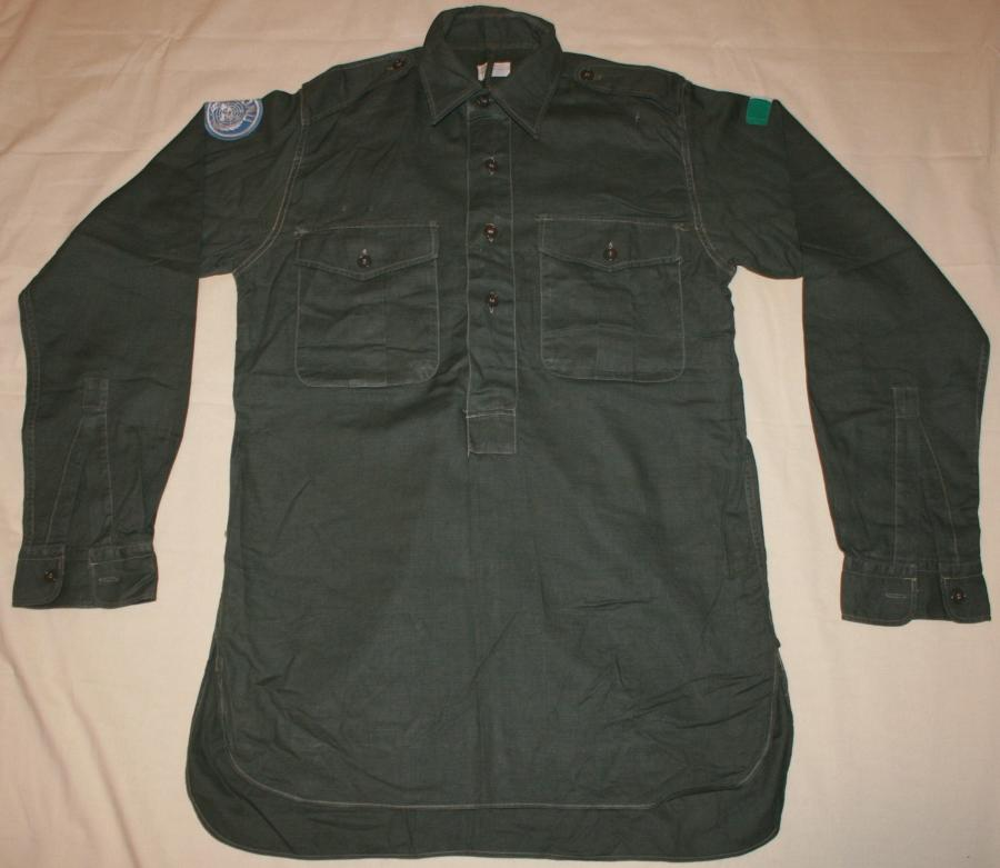 A JUNGLE GREEN 4 BUTTON SHIRT