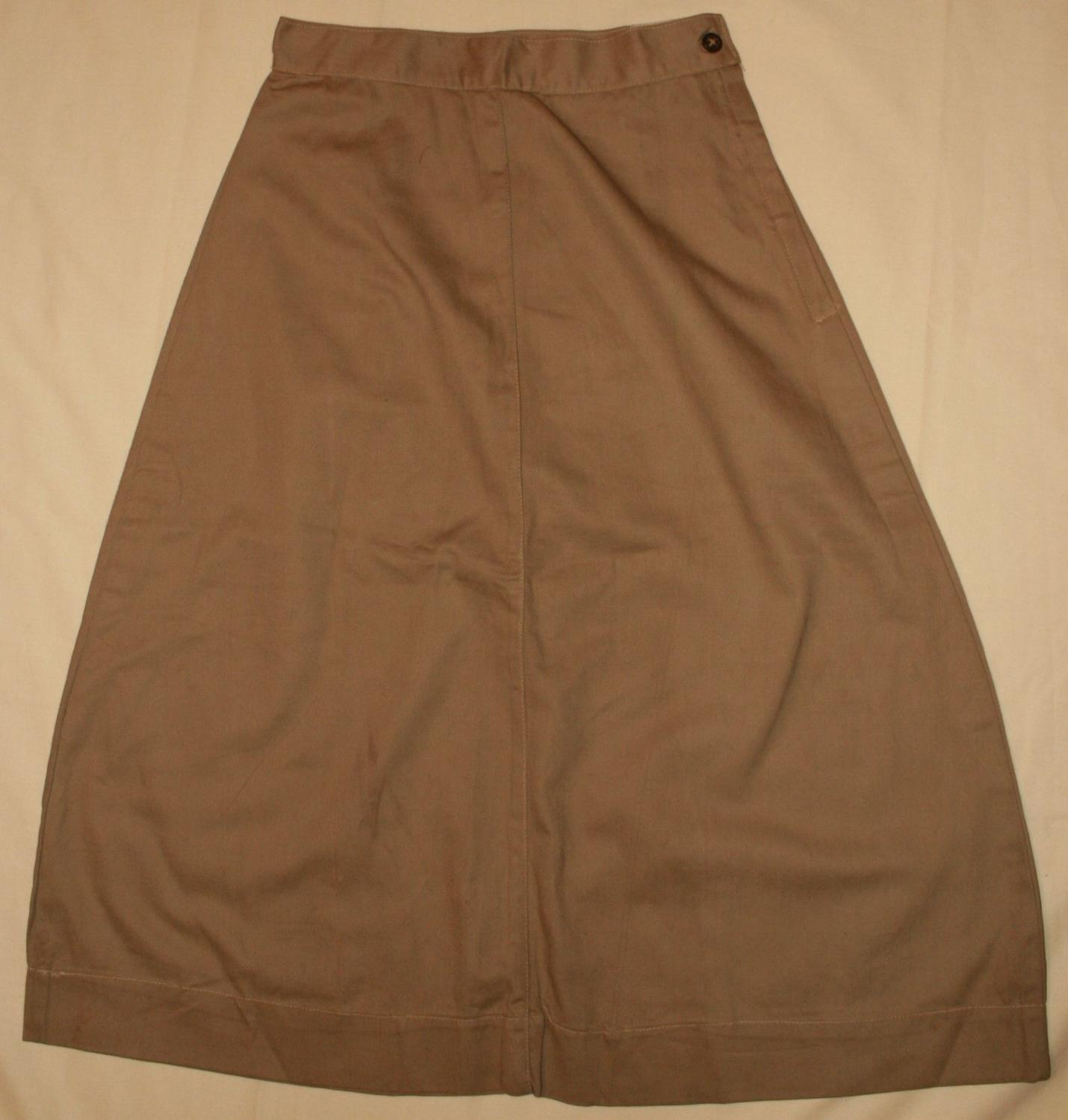 A BRITISH 1945 DATED KD SKIRT SIZE 9