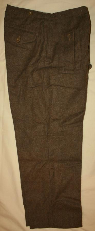 A PAIR OF 46 PATTERN TROUSERS 33-34 WAIST