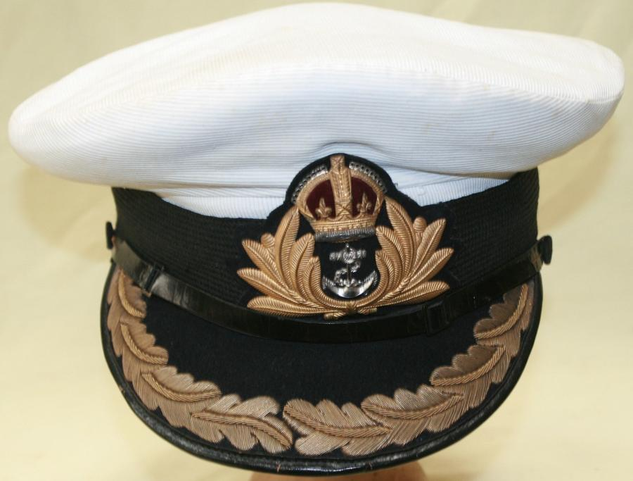 A PRE WWII ROYAL NAVY OFFICERS CAP ( COMMANDERS )