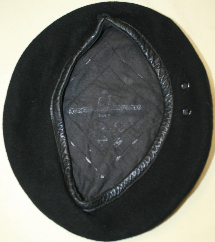 A GOOD 1945 DATED RTR  / RAC CREW BLACK BERET