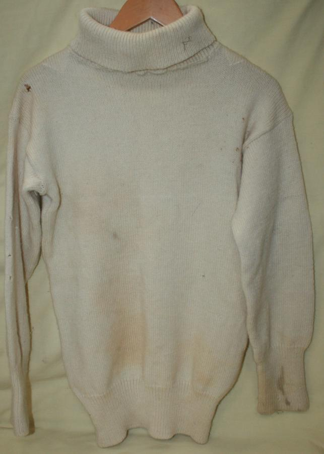 POST WWII ROLL NECK WHITE JUMPER ( GOOD WWII DISPLAY / WEARING ITEM )