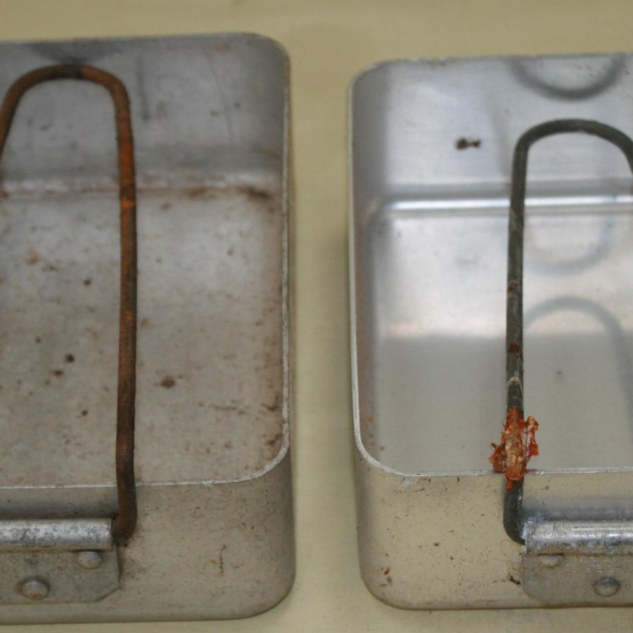 A SET OF 1939 DATED MESS TINS
