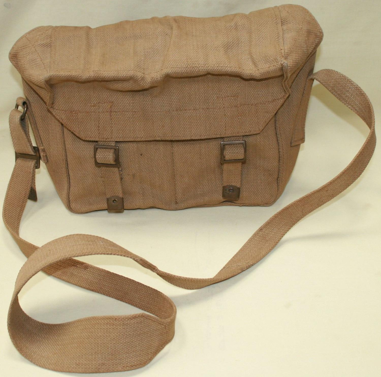 A WWII PERIOD BATTERY RADIO BAG