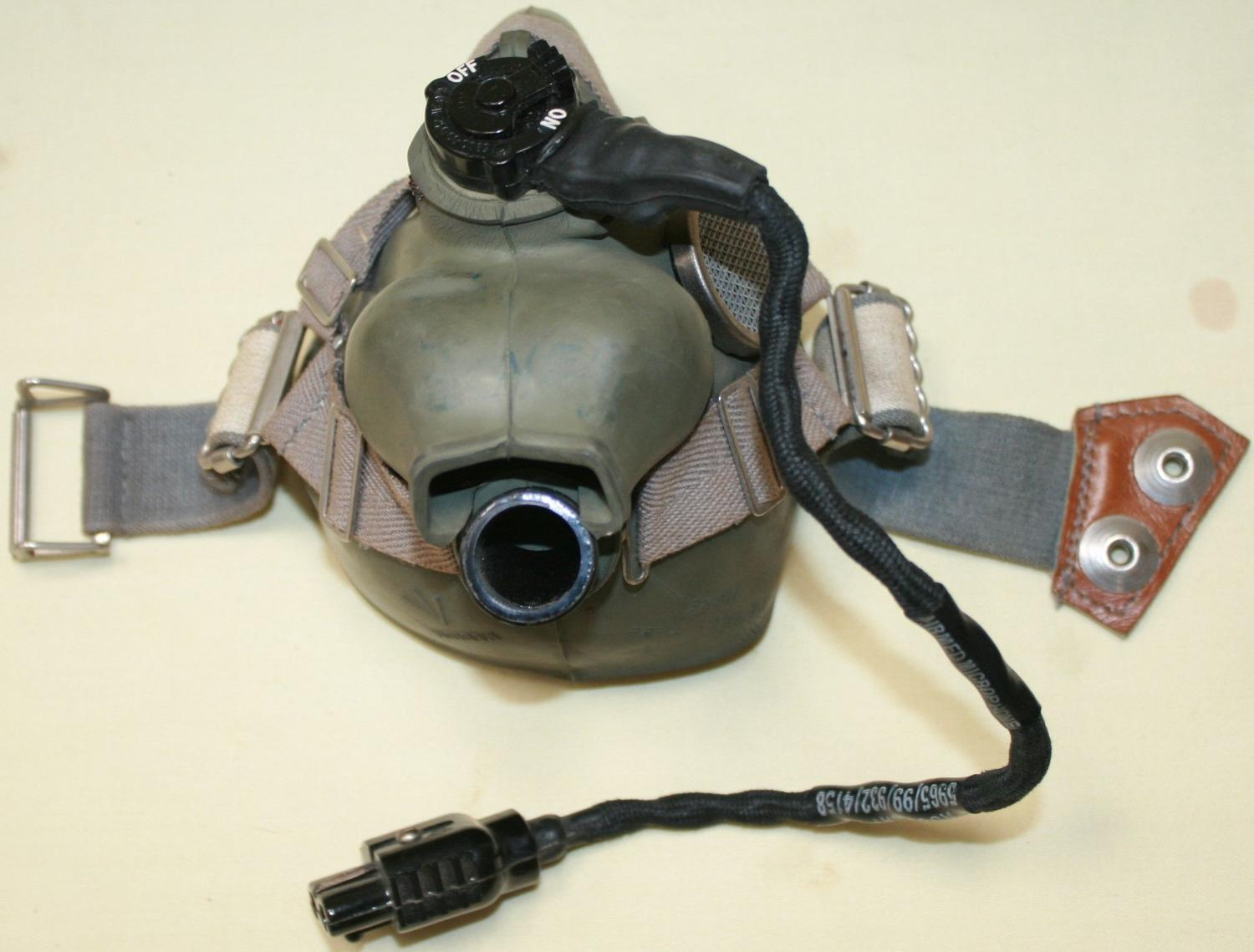 A 1970 DATED H TYPE OXYGEN FACE MASK