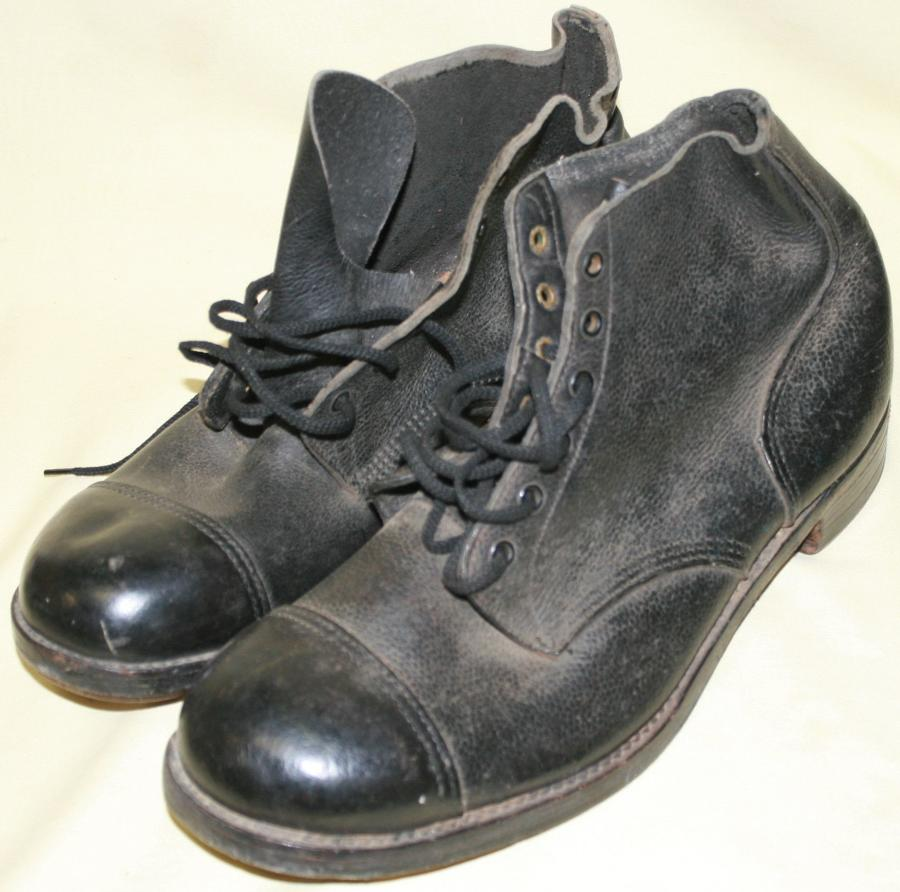 A PAIR OF SIZE 12 WWII AMMO BOOTS