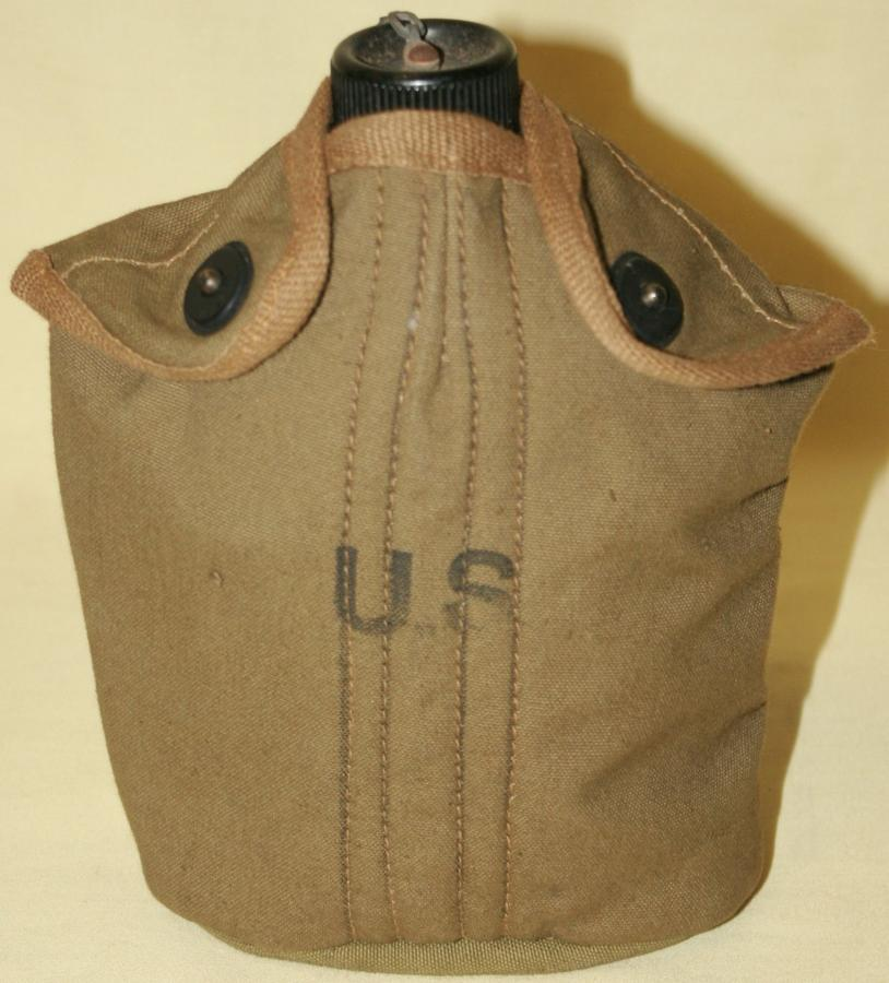 A WWII US CANTEEN SET BRITISH MADE COVER