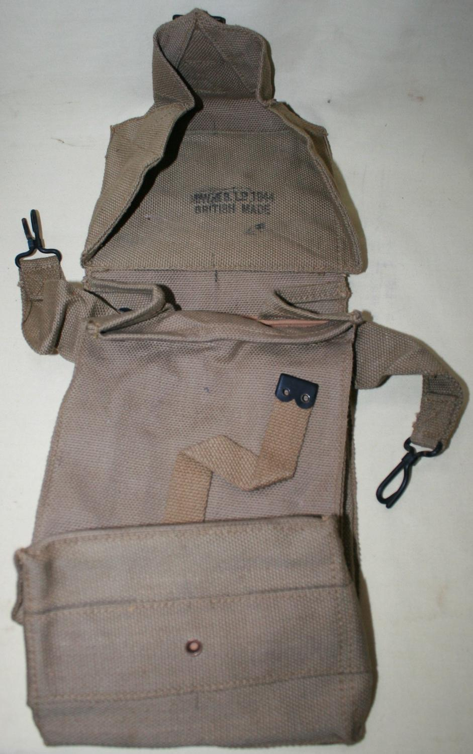 A WWII us ( BRITISH MADE ) BAG GENERAL PURPOSE 1944