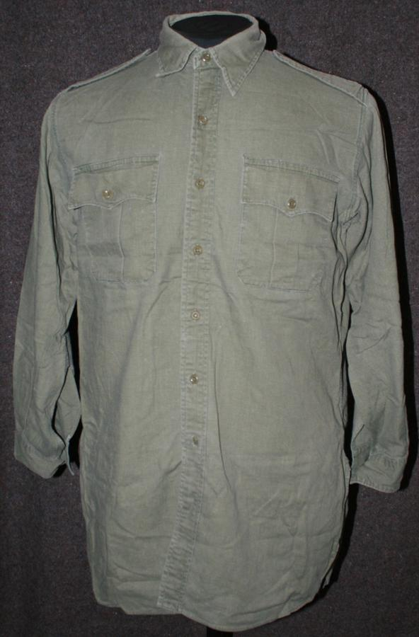 A GOOD USED POST WWII JUNGLE GREEN AIRTEX SHIRT