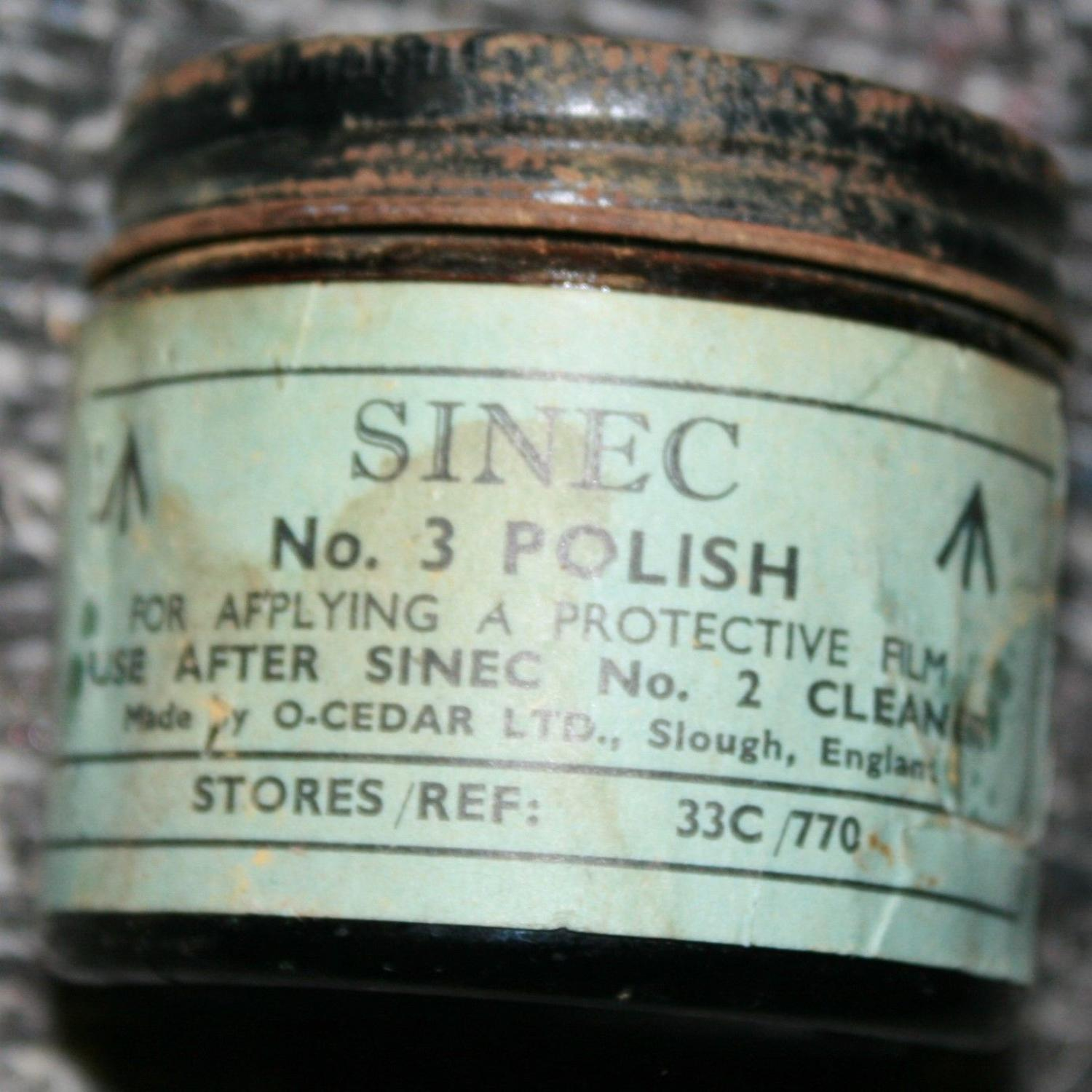 A WWII GLASS JAR OF THE RAF SINEC NO3 POLISH