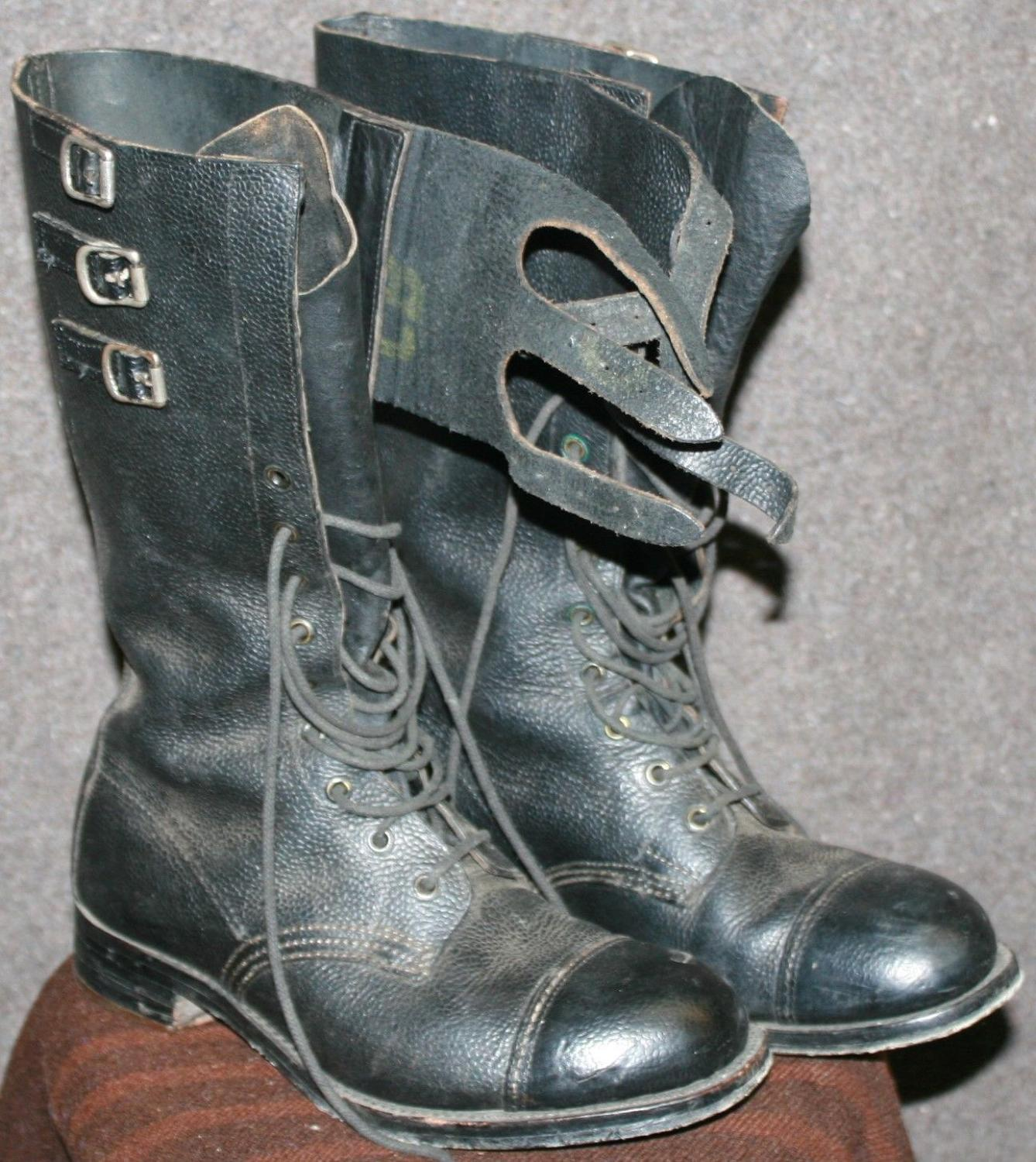 A PAIR OF DISPATCH RIDERS BOOTS SIZE 8 M