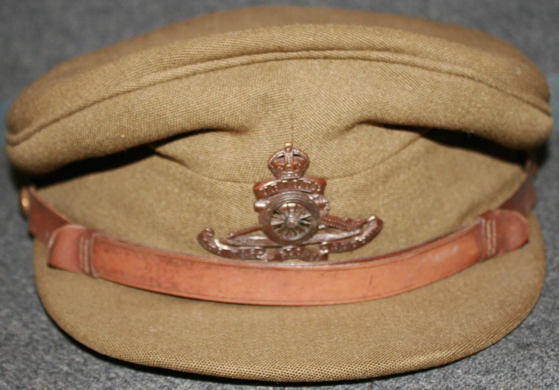 A WWII PERIOD OFFICER ROYAL ARTILLERY CAP