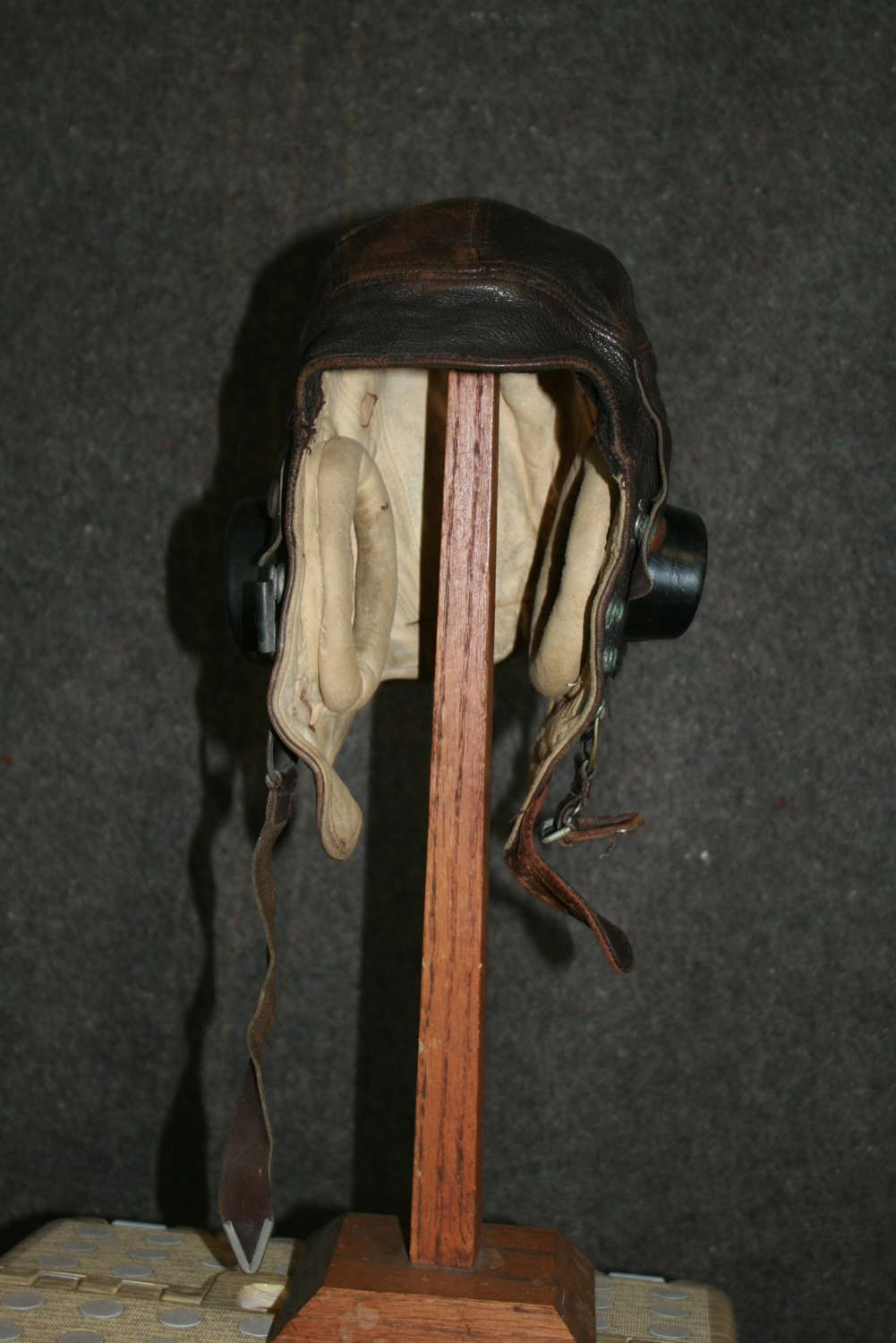 A WWII RAF C TYPE FLYING HELMET SIZE 63/4 INTERNAL  WIRE EXAMPLE