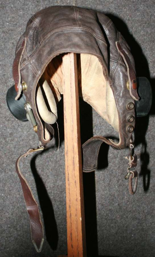 A EARLY WWII RAF C TYPE FLYING HELMET SIZE 6 3/4 EXTERNAL WIRE EXAMPLE