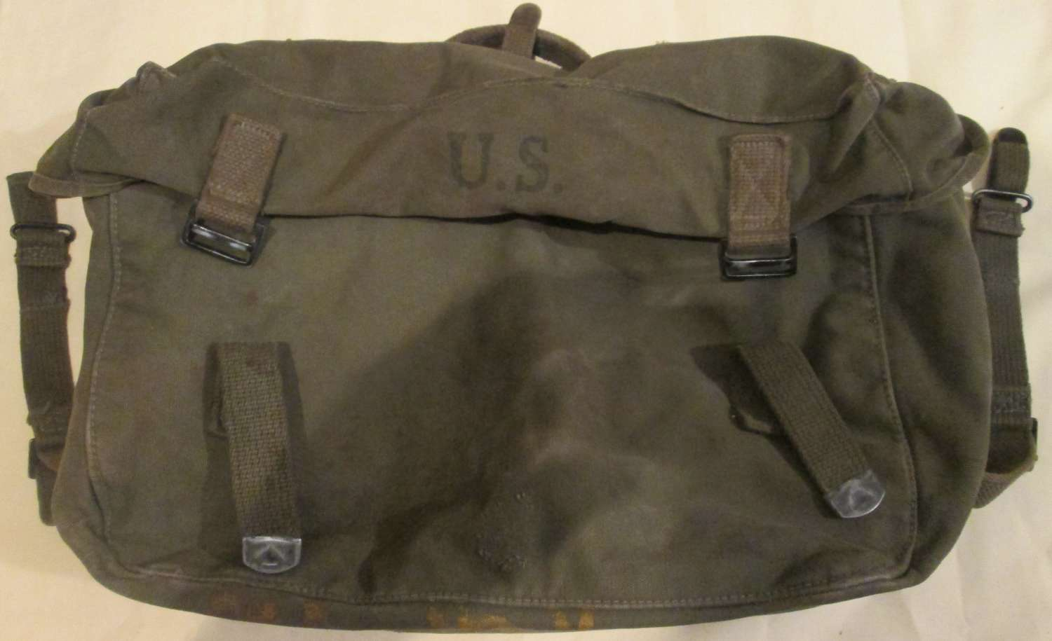 A 1944 DATED M1944 BOTTOM PART OF THE WEBBING PACK / S