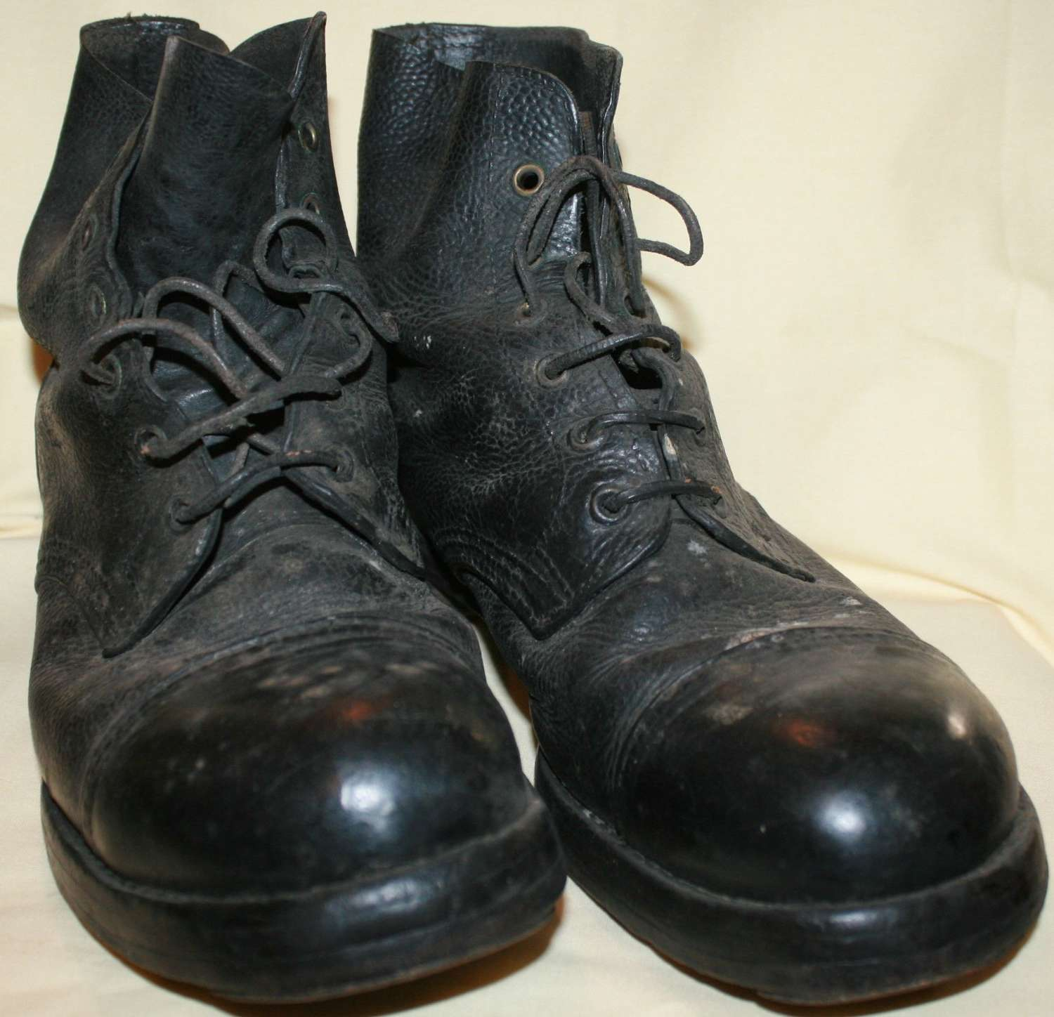 A PAIR OF SIZE 9 1943 DATED HOBNAIL BOOTS
