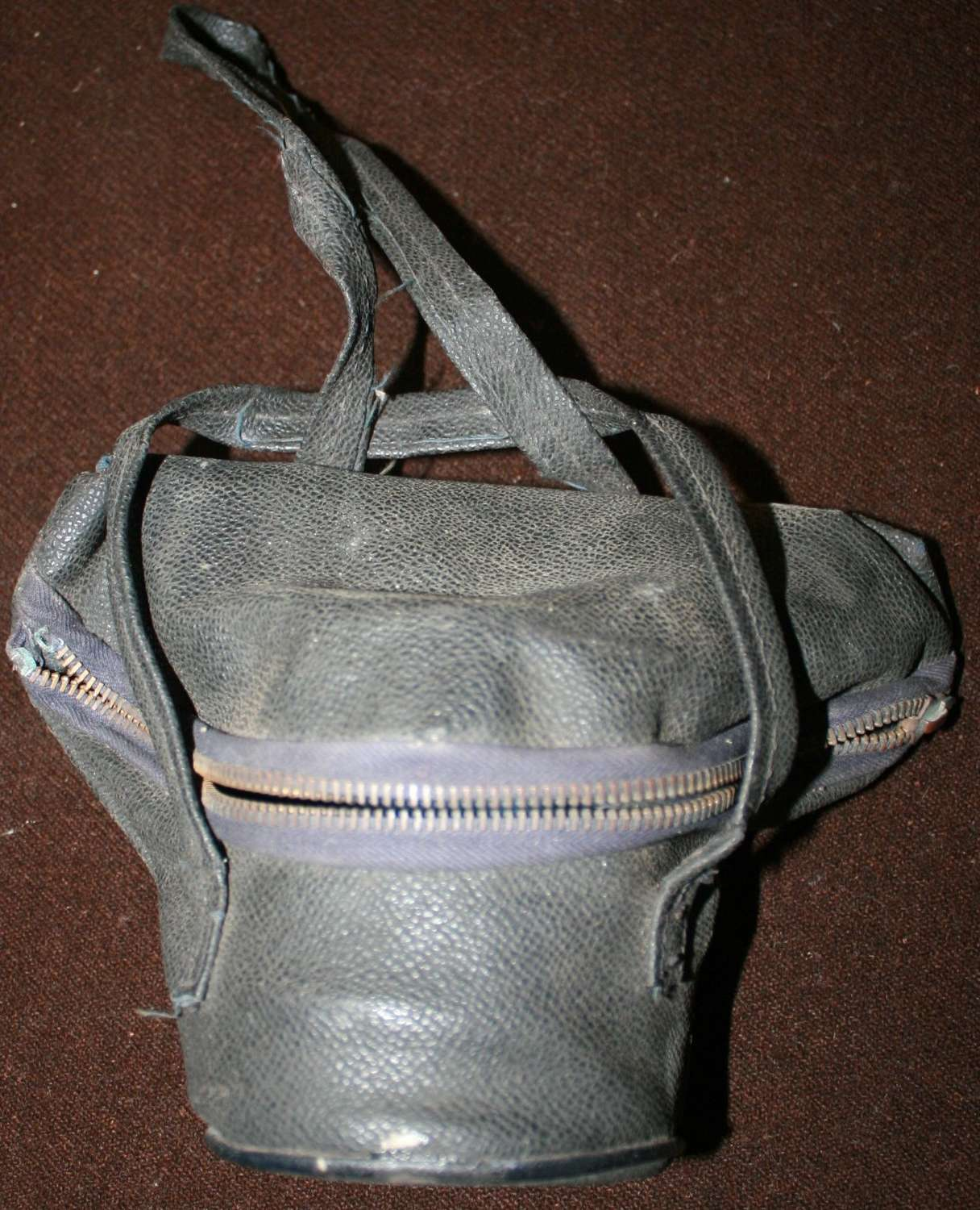 A SCARCE WWII LADIES GAS MASK CARRYING BAG