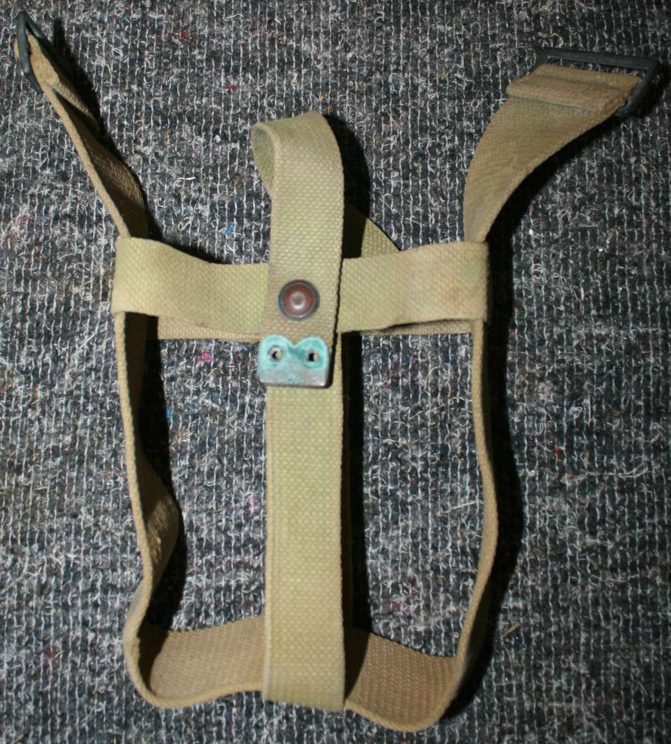A GOOD USED 1918 DATED 08 WATER BOTTLE CRADLE