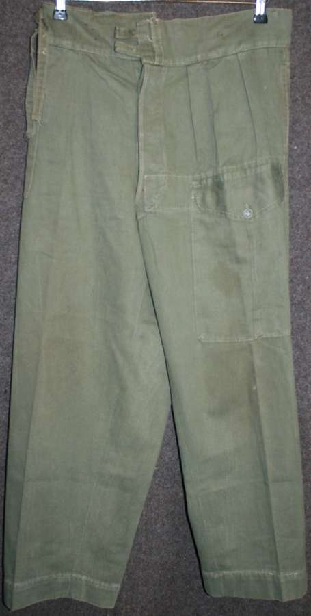 A PAIR OF WWII BRITISH ISSUE JUNGLE BATTLE DRESS TROUSERS