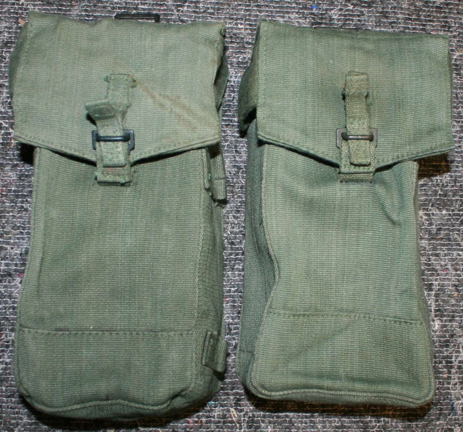 A PAIR OF 44 PATTERN 1945 DATED AMMO POUCHES