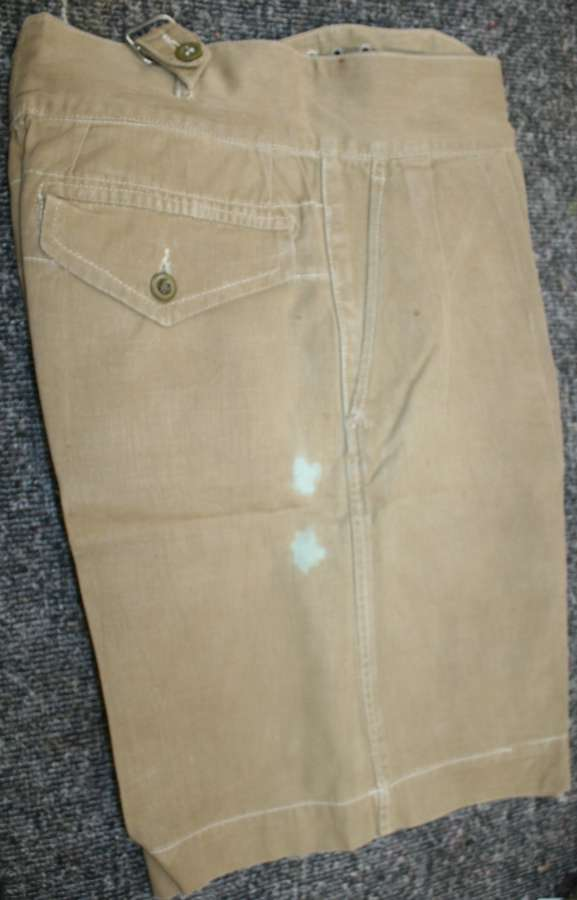 A PAIR OF THE 1950 PATTERN KD SHORTS SIZE 5 30-32 WAIST