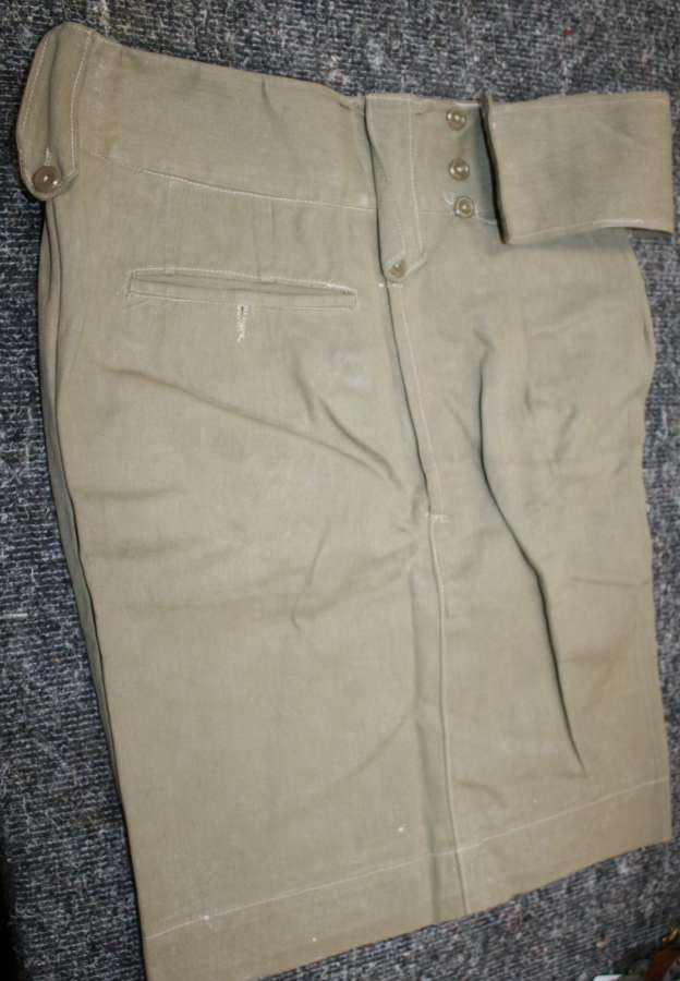 A PAIR OF WWII PERIOD OFFICERS SHORTS ( PRIVATE PURCHASE )