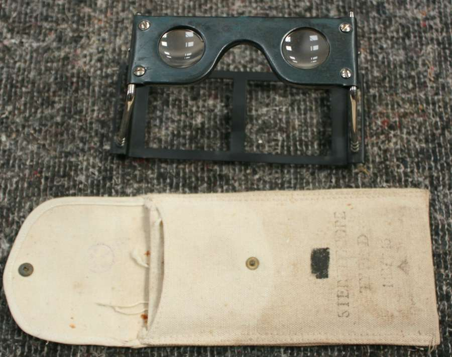 A RAF AIR MINISTRY STEREOSCOPE TYPE D