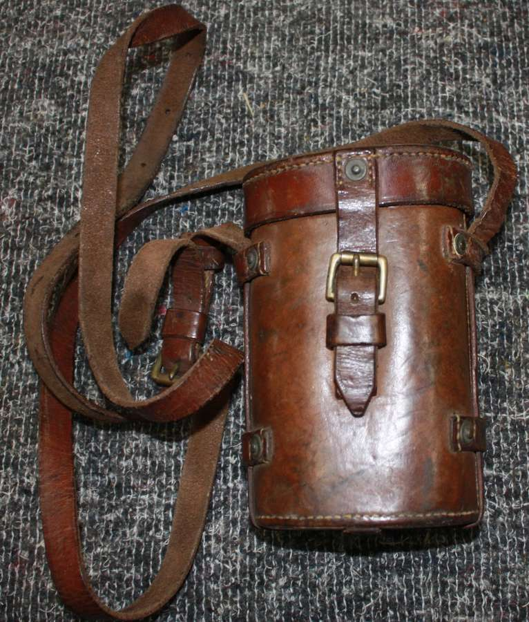 A 1932 DATED MONOCULAR LEATHER CASE