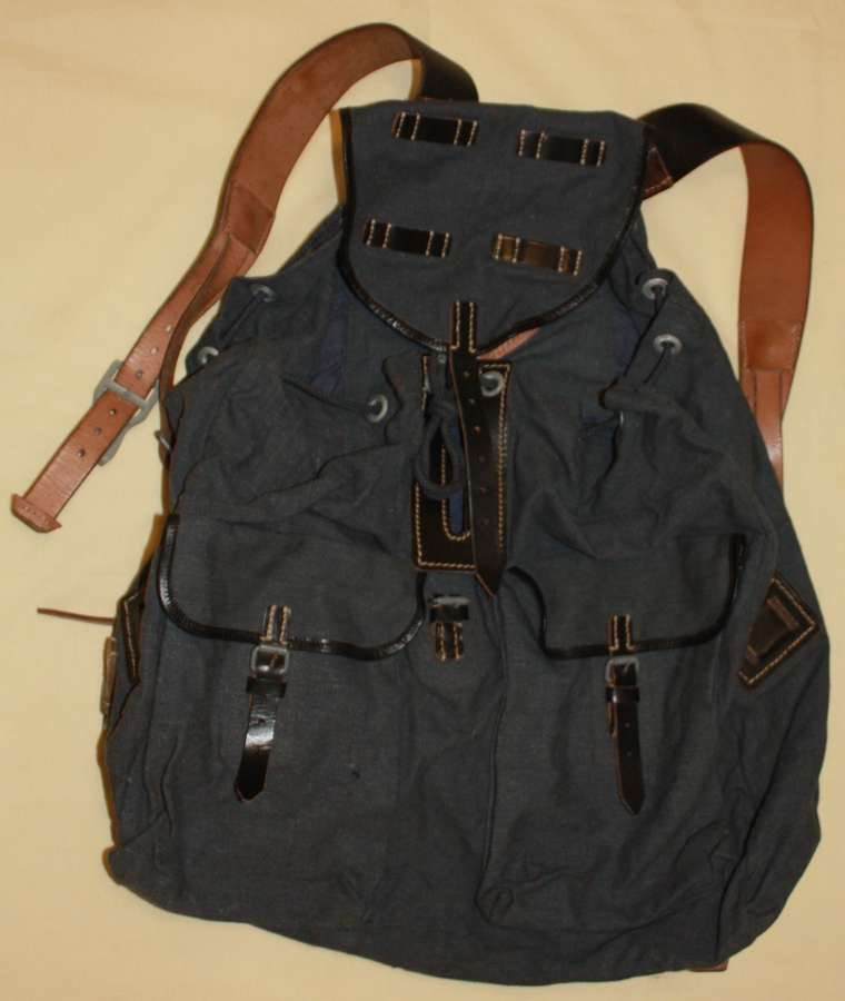 A MINT 1942 DATED GERMAN LUFTWAFFE RUCKSACK