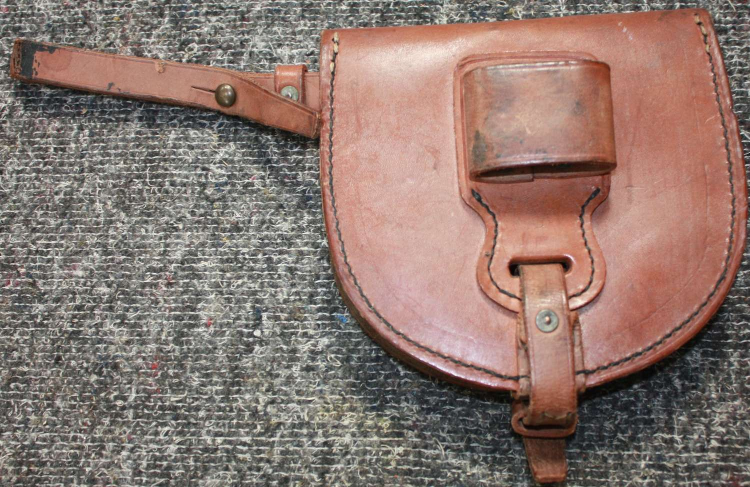 A 1940 DATED CAVALRY HORSE SHOE POUCH WITH SHOE