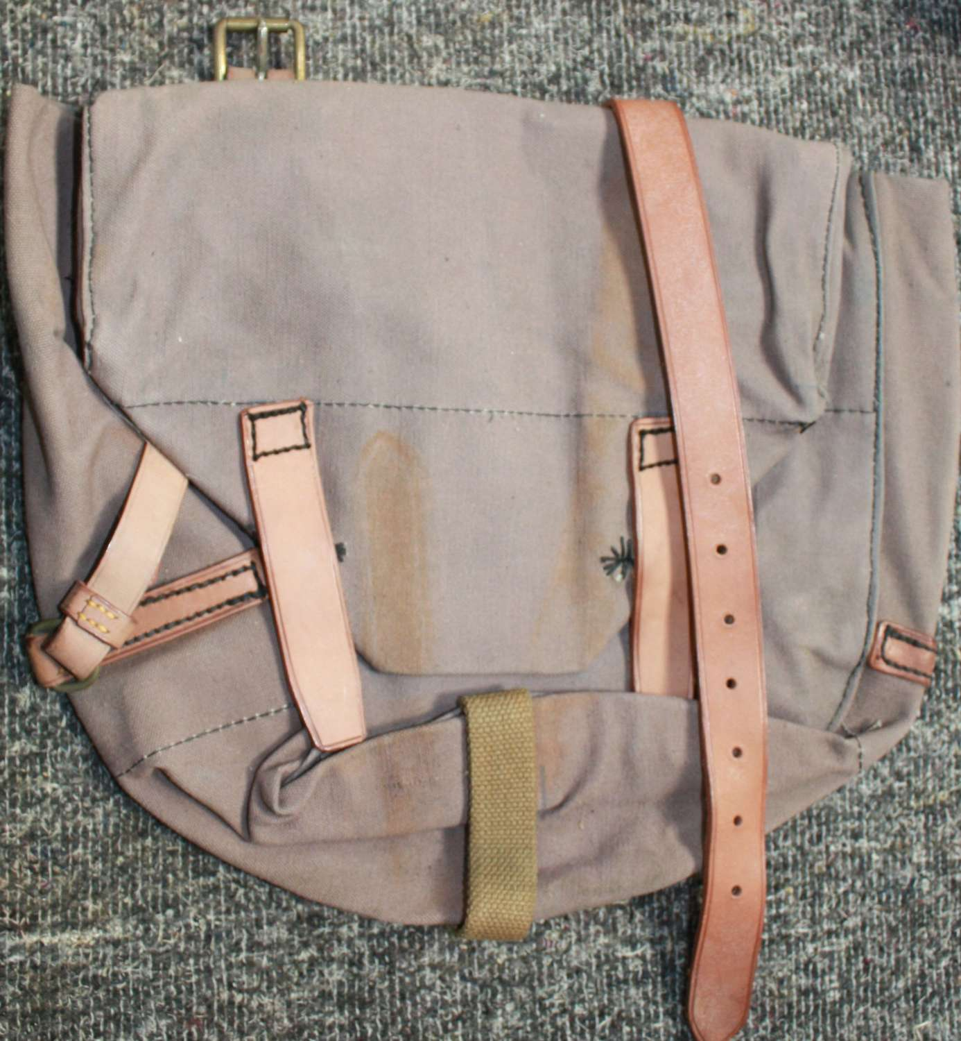 A SCARCE WWII BRITISH 1941 DATED HORSE BAG