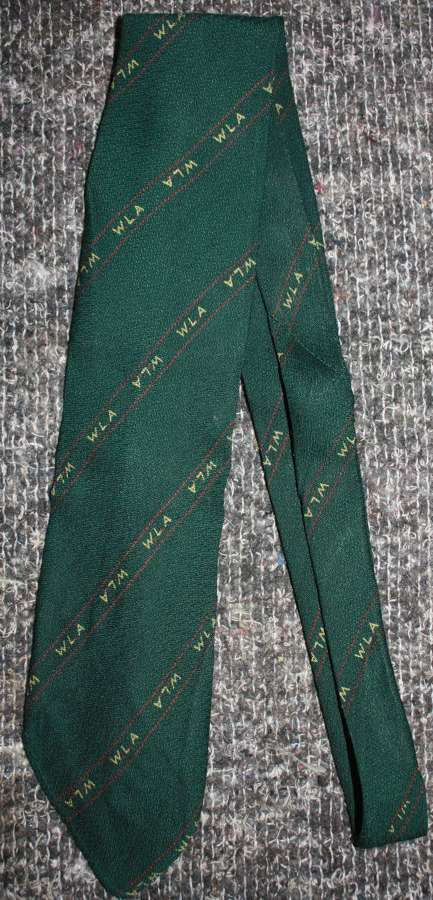 A GOOD WWII WOMEN'S LAND ARMY TIE