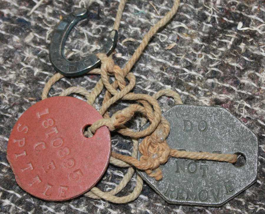 A PAIR OF WWII RAF DOG TAGS WITH A SILVER LUCKY HORSE SHOE ATTACHED