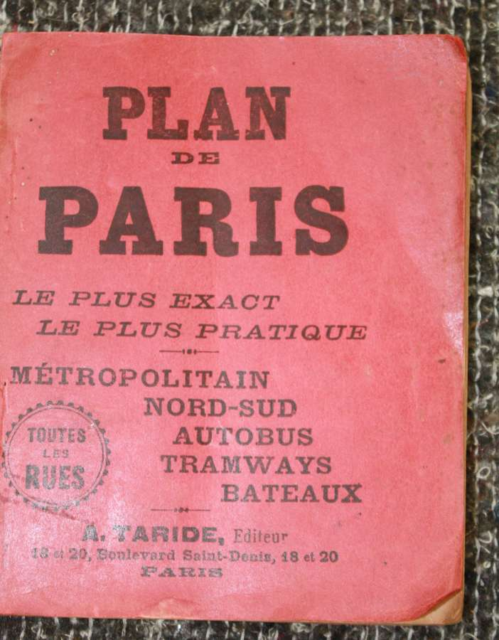 A 1918 DATED GUIDE BOOK OF PARIS