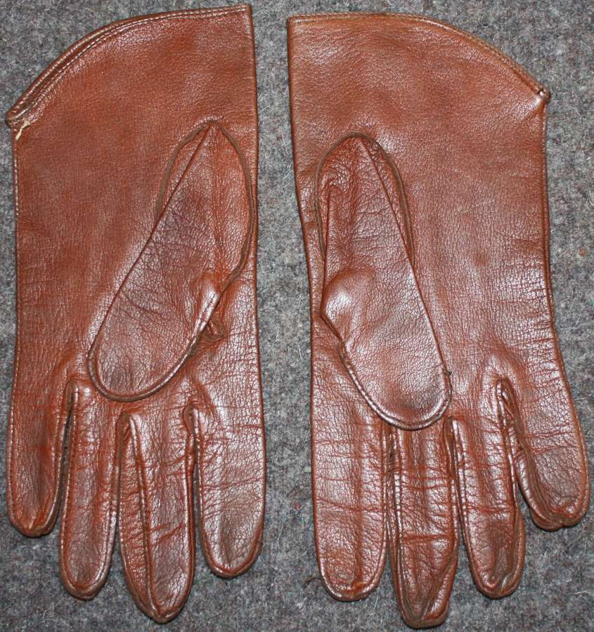 A PAIR OF OFFICERS STYLE GLOVES BRITISH MADE 1945 DATED OFFICERS