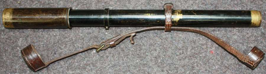 A WWII PERIOD 1937 DATED SIGHTING SCOPE WITH ITS LEATHER END CAPS