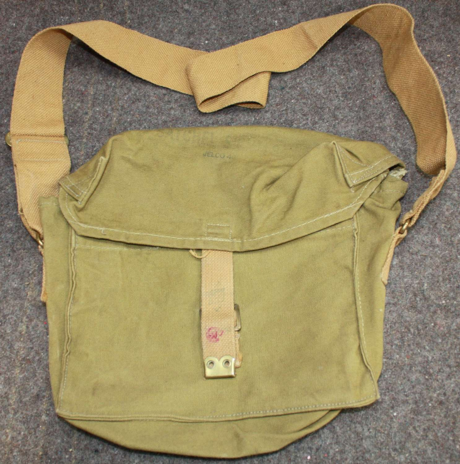 A 1943 DATED CANADIAN SIGNALS SATCHEL