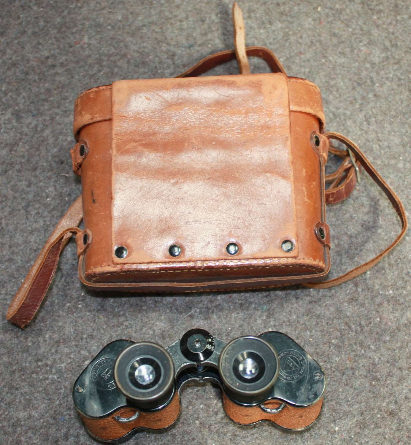 A SET OF US LEND LEASE RAF MARKED BINOCULARS