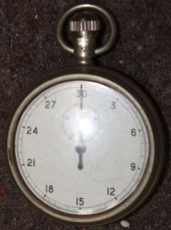 A WWII PERIOD GOVERNMENT MARKED 1/10 SEC STOPWATCH