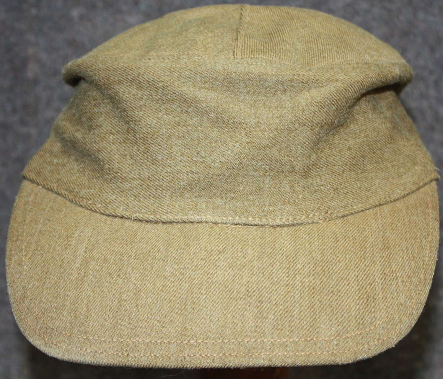 A GOOD WWII BRITISH ARMY MOUNTAIN TROOP CAP WHICH IS 1943 DATED