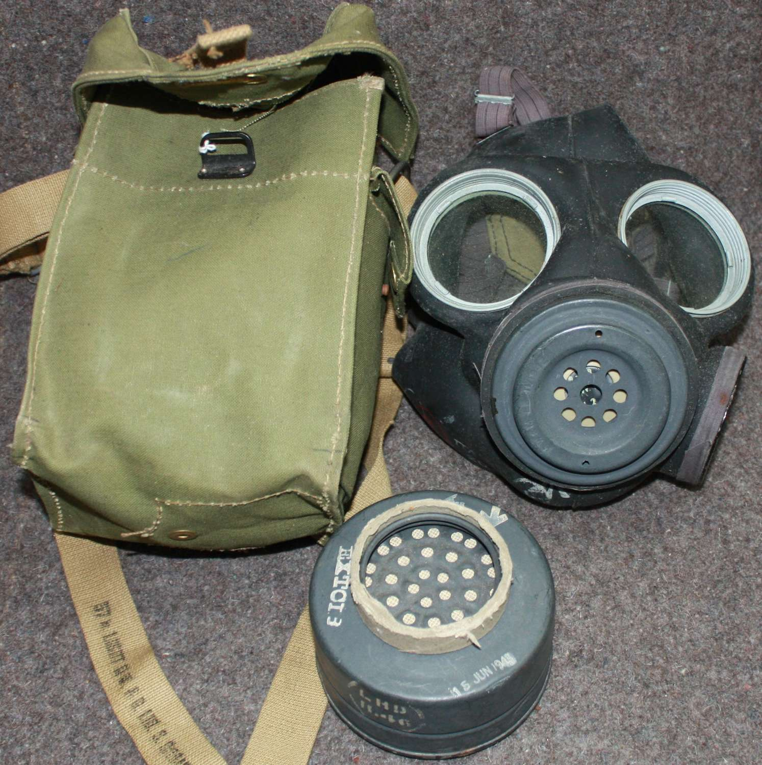A GOOD WWII BRITISH MADE GAS MASK LIGHT POST WAR USE