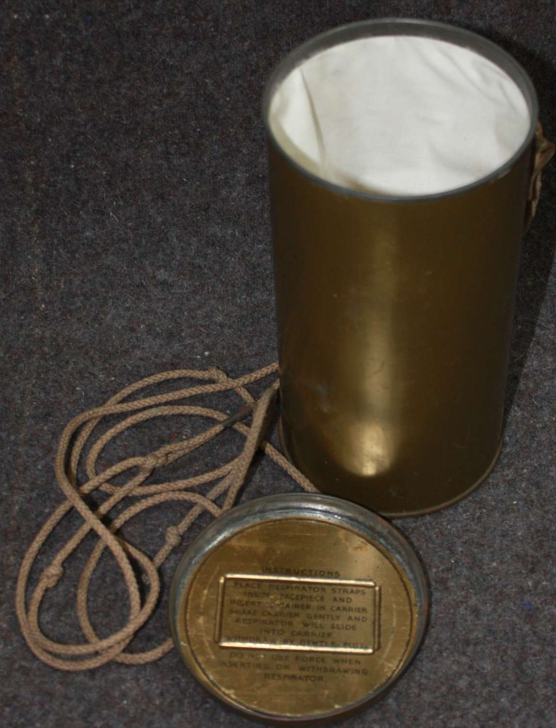 A VERY GOOD WWII CIVILIAN METAL GAS MASK CONTAINER