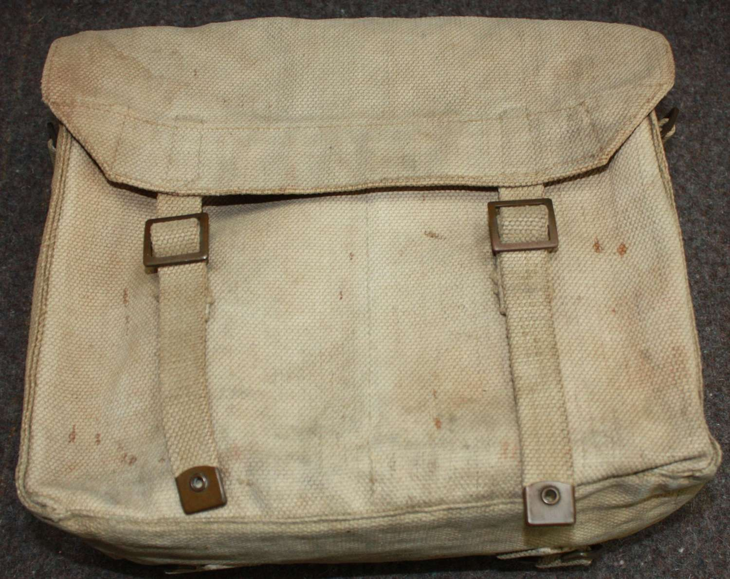 A GOOD USED 37 PATTERN WEBBING SMALL PACK  1942 DATED