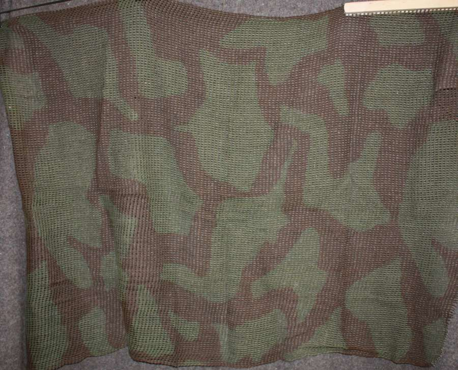 A BRITISH WWII CAMOUFLAGE SCARF IN GOOD USED CONDITION